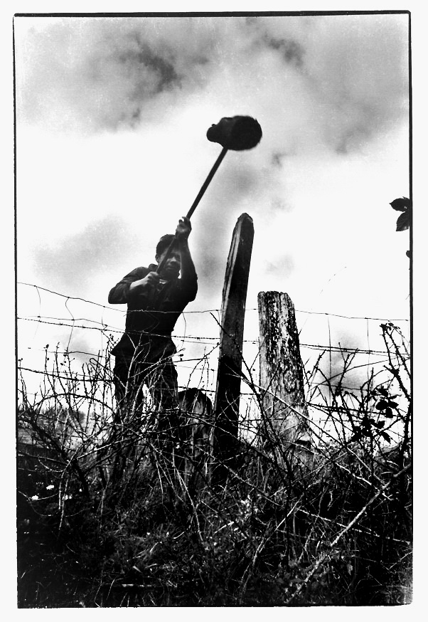 La clôture, Aveyron, clichés noir et blanc argentique, Jean-Pierre Devals