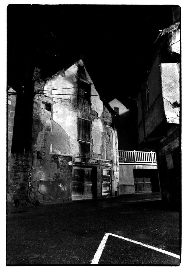 Marcillac de nuit, Aveyron, photo noir et blanc, Jean-Pierre Devals