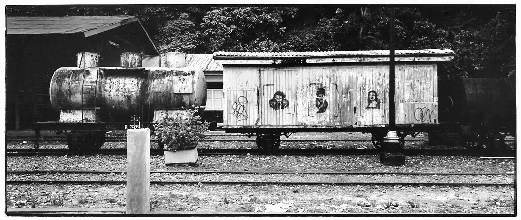 Ancien train, Indonésie, noir et blanc argentique, Jean-Pierre Devals