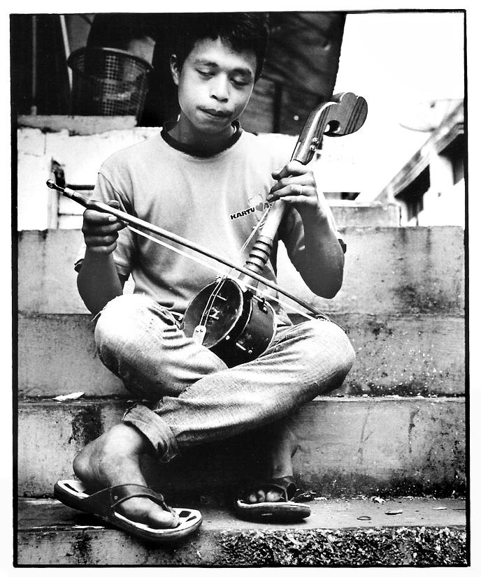 Le violoniste, Indonésie, photographies argentiques, Devals