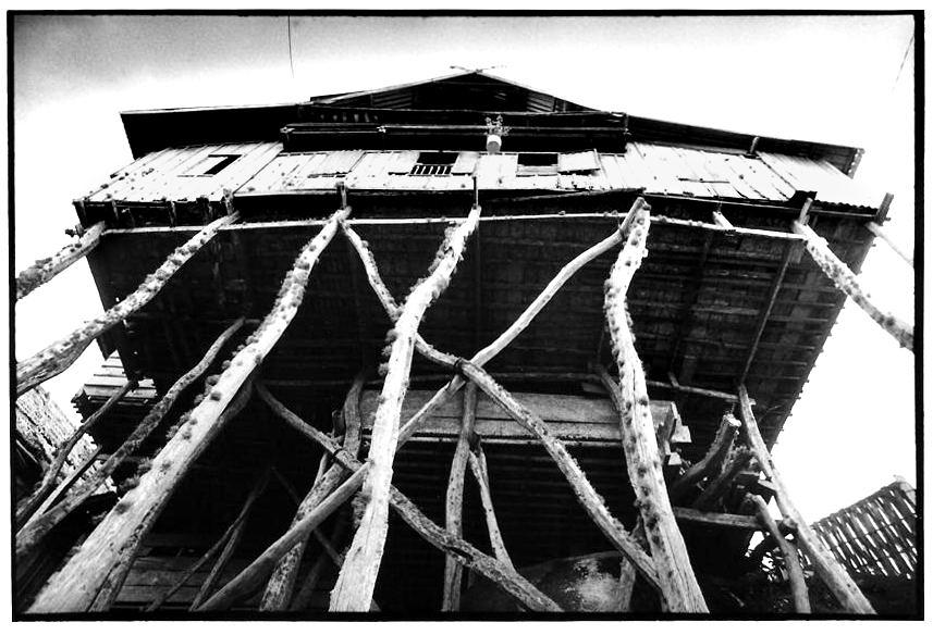 Maison sur pilotis Selayar, Indonésie, photographies argentiques, Devals